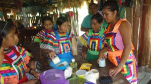 Indigenous women in Chiapas receive training from a Maya Nut trainer, Aracely Gómez Jiménez, financed by CONANP. Filomena Estrada Tovar photo
